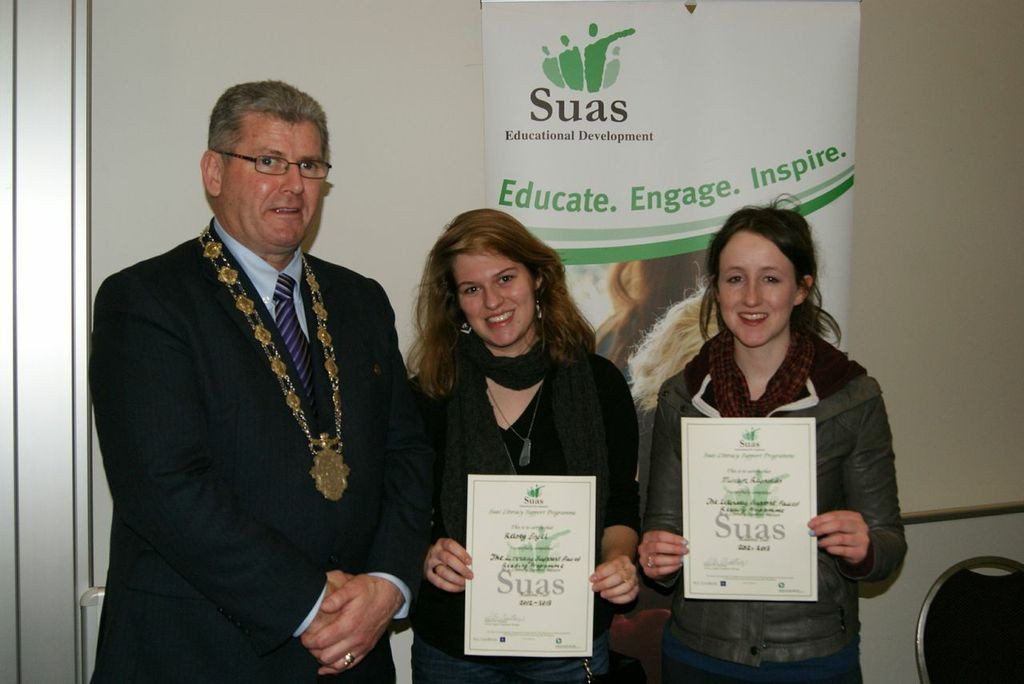 Deputy Lord Mayor Frank Fahy presenting certificates to the Mentors from NUIG